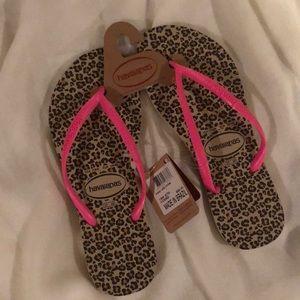 🆕 HAVAIANAS Hot Pink & Leopard Flip Flops